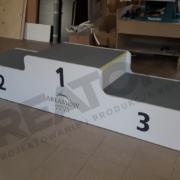 podium-sportowe-250